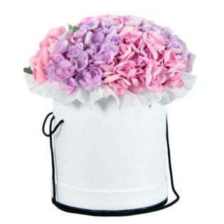 Цветы в коробке с гортензиями
